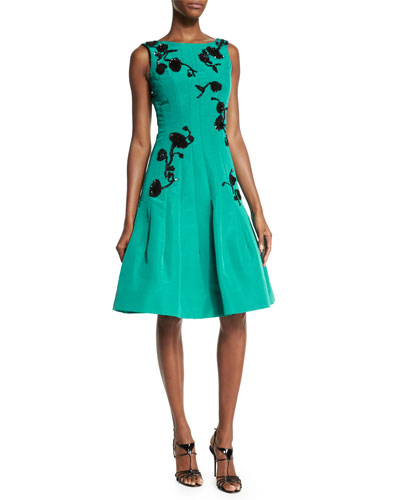 Oscar de la Renta Sleeveless Sequined-Floral Motif Dress,