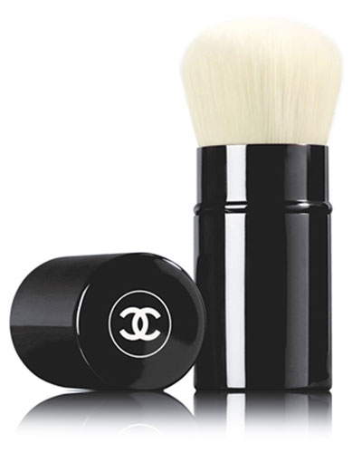 <b>RETRACTABLE KABUKI BRUSH</b><br>Retractable Kabuki Brush - Limited Edition