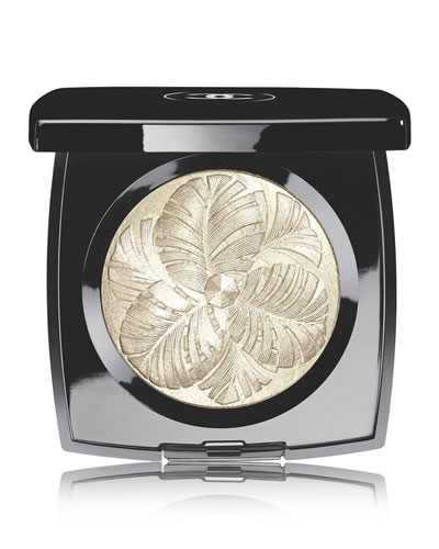 CHANEL <b>CAMÉLIA DE PLUMES</b><br>Highlighting Powder - Limited Edition