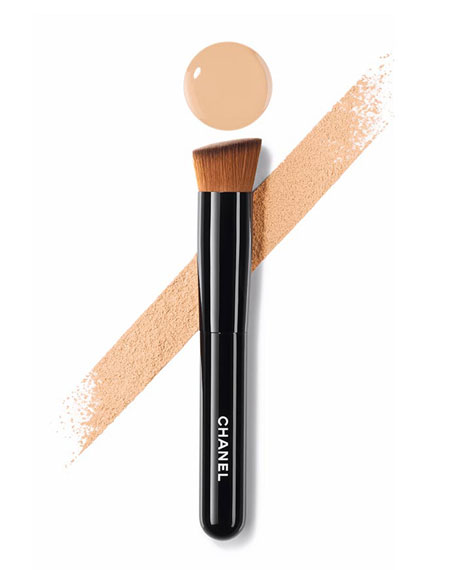 <b>LES PINCEAUX DE CHANEL</b> <br>2-IN-1 BRUSH FLUID AND POWDER