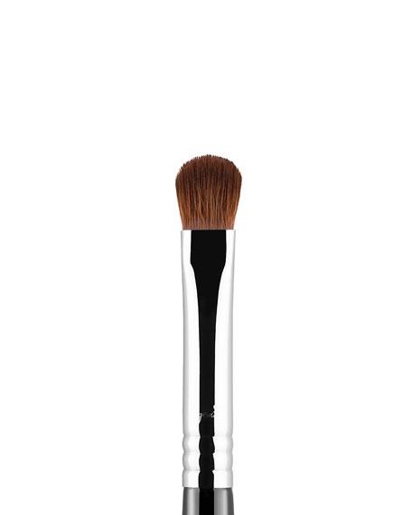 E54 Medium Sweeper Eyeshadow Brush
