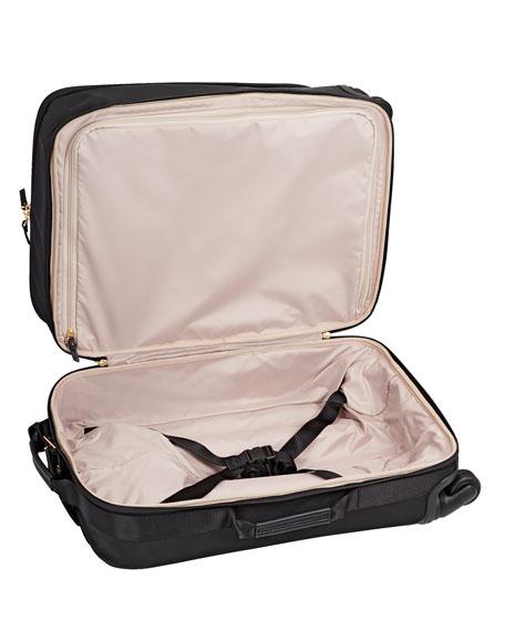 Voyageur International Carry-On Luggage