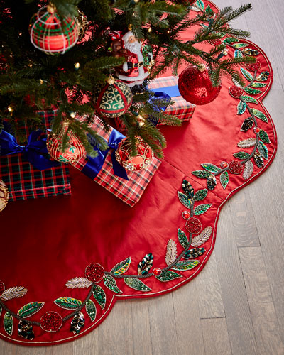 Holiday Garland Tree Skirt
