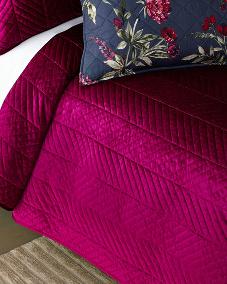 Design Source Velvet Chevron 3-Piece King Quilt Set