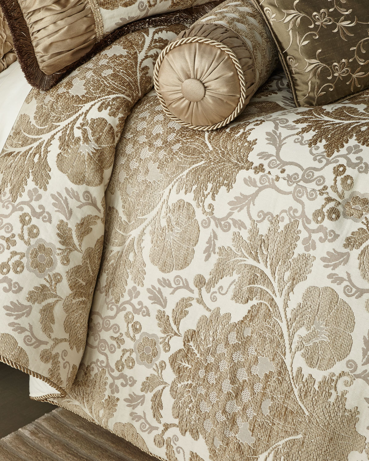Austin Horn Collection Everleigh 3-Piece Queen Comforter Set