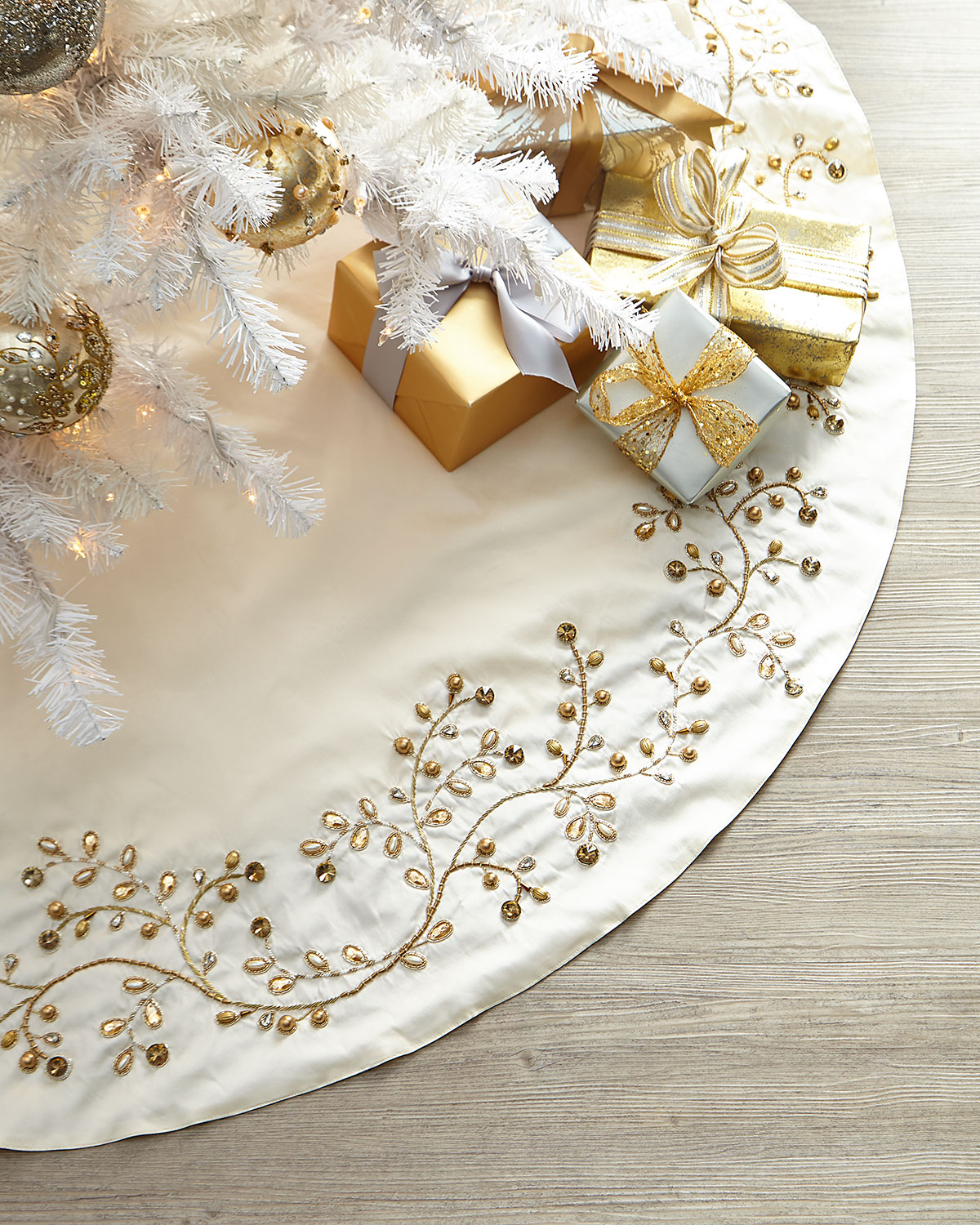 Exclusive Gold Vine Tree Skirt
