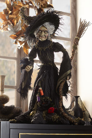 G G Collection Midnight Witch Figure