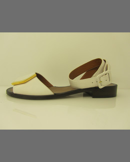 Fendi Leather Logo-Bar Flat Sandal