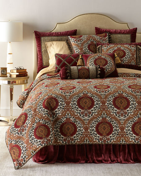 Maximus Medallion Queen Duvet