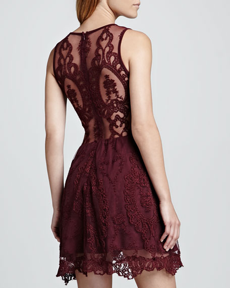 Lulu Sleeveless Lace Dress, Wine