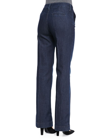 Flare and Wide-Leg Jeans A more tailored version of the popular '70s bell bottom, flare jeans are a trendy, curve-loving option we can't get enough of. Our collection of womens flare jeans runs the gamut, from more subtle, cropped kick flare to wide leg jeans with a flared finish.