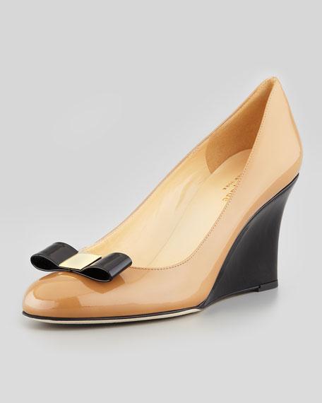 mania patent bow wedge pump, black/camel