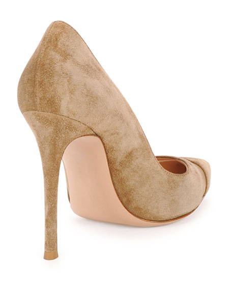 Suede & Tulle Keyhole Pump