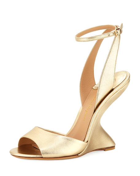 Arsina 105 Metallic Curved Wedge Sandals, Mekong Gold