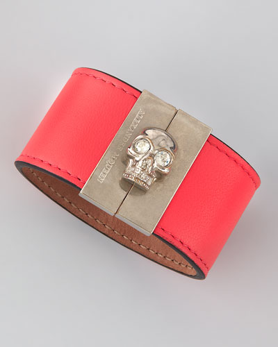 Skull-Clasp Leather Cuff, Pink
