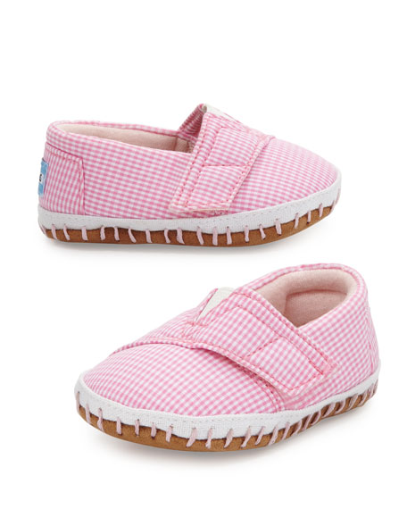 Seriously how CUTE are these pink gingham check crib shoes?!