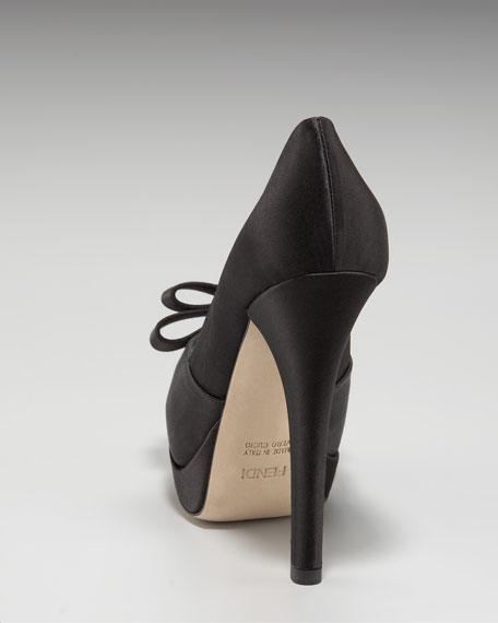 Deco Satin Pump