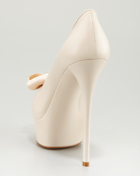 Bow-Detailed Platform Pump