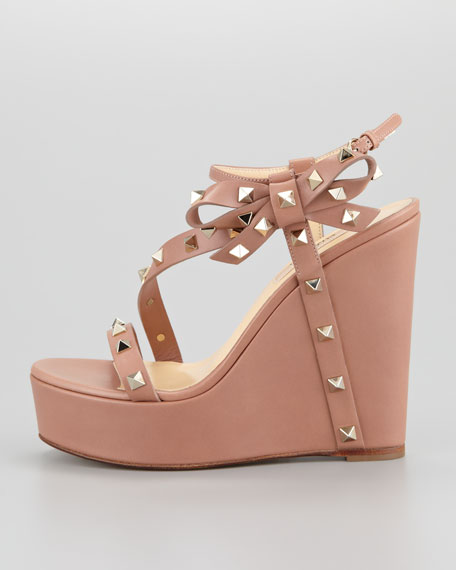 Rockstud Bow Wedge Platform Sandal, Soft Noisette
