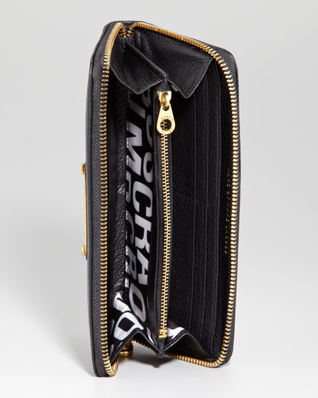 Classic Q Slim Zip Continental Wallet, Black