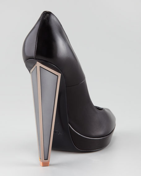 Mirrored Heel Pump