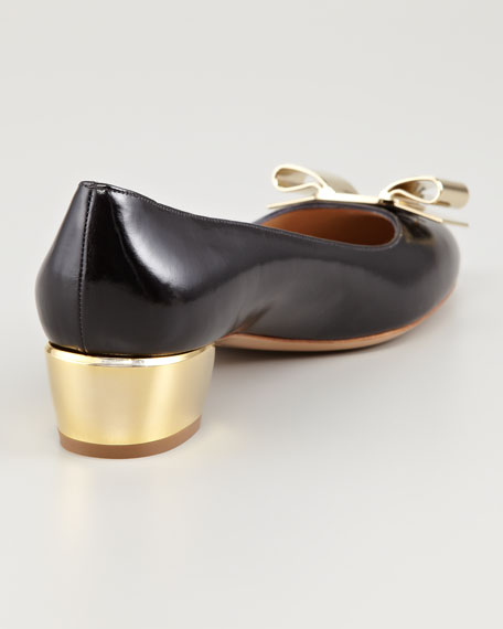 Saphir Metal Detail Leather Pump