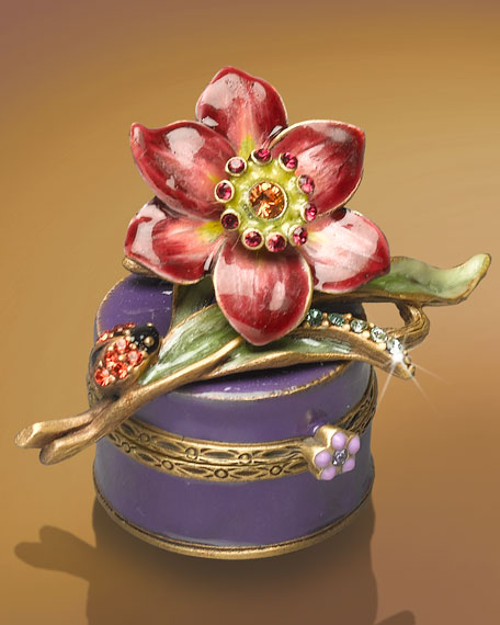 """Lynda"" Daffodil on Hat Box"