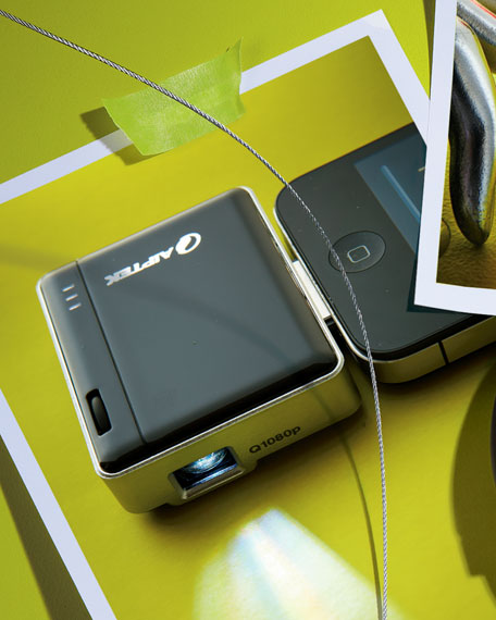 Mobile Cinema i20 Projector & Battery Pack