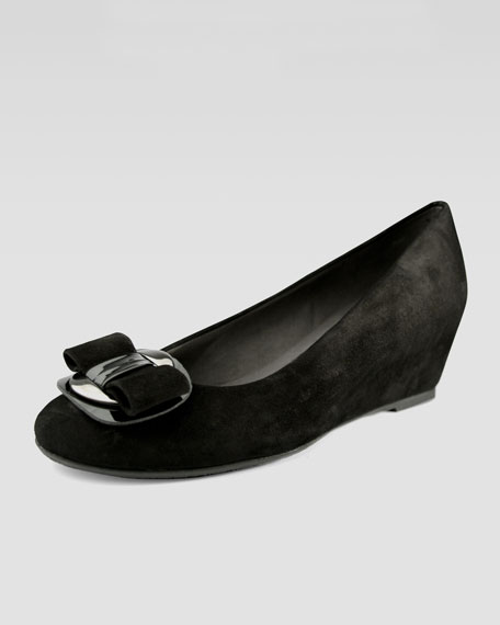 Beaudela Low-Wedge Pump with Bow Detail