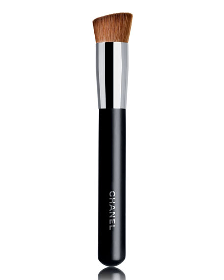 <b>PINCEAU TEINT 2 EN 1 FLUIDE ET POUDRE N°8</b><br>2-in-1 Foundation Brush Fluid and Powder