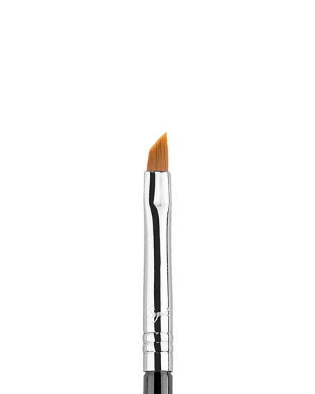 Sigma Beauty E06 – Winged Liner™ Brush