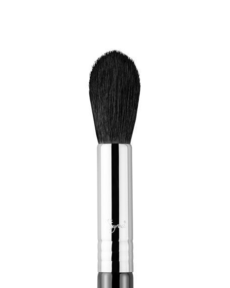 F35 – Tapered Highlighter Brush