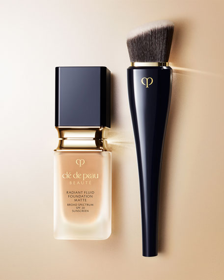 Image 2 of 2: Cle de Peau Beaute High Coverage Foundation Brush