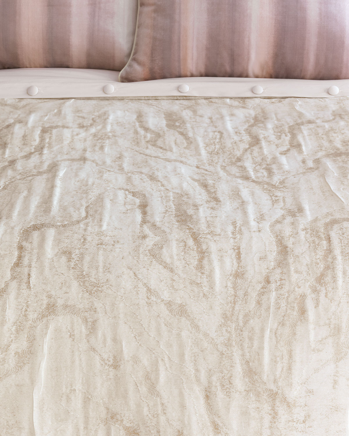 Merveilleux Eastern Accents Halo Oversized King Duvet Cover