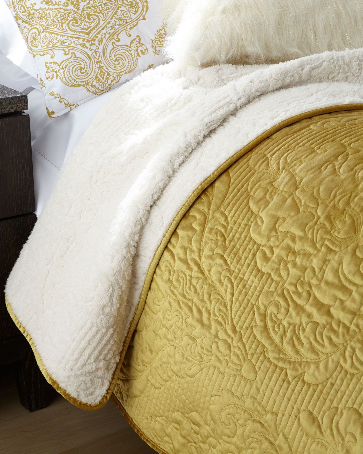 Design Source Velvet Carrington Twin Quilt