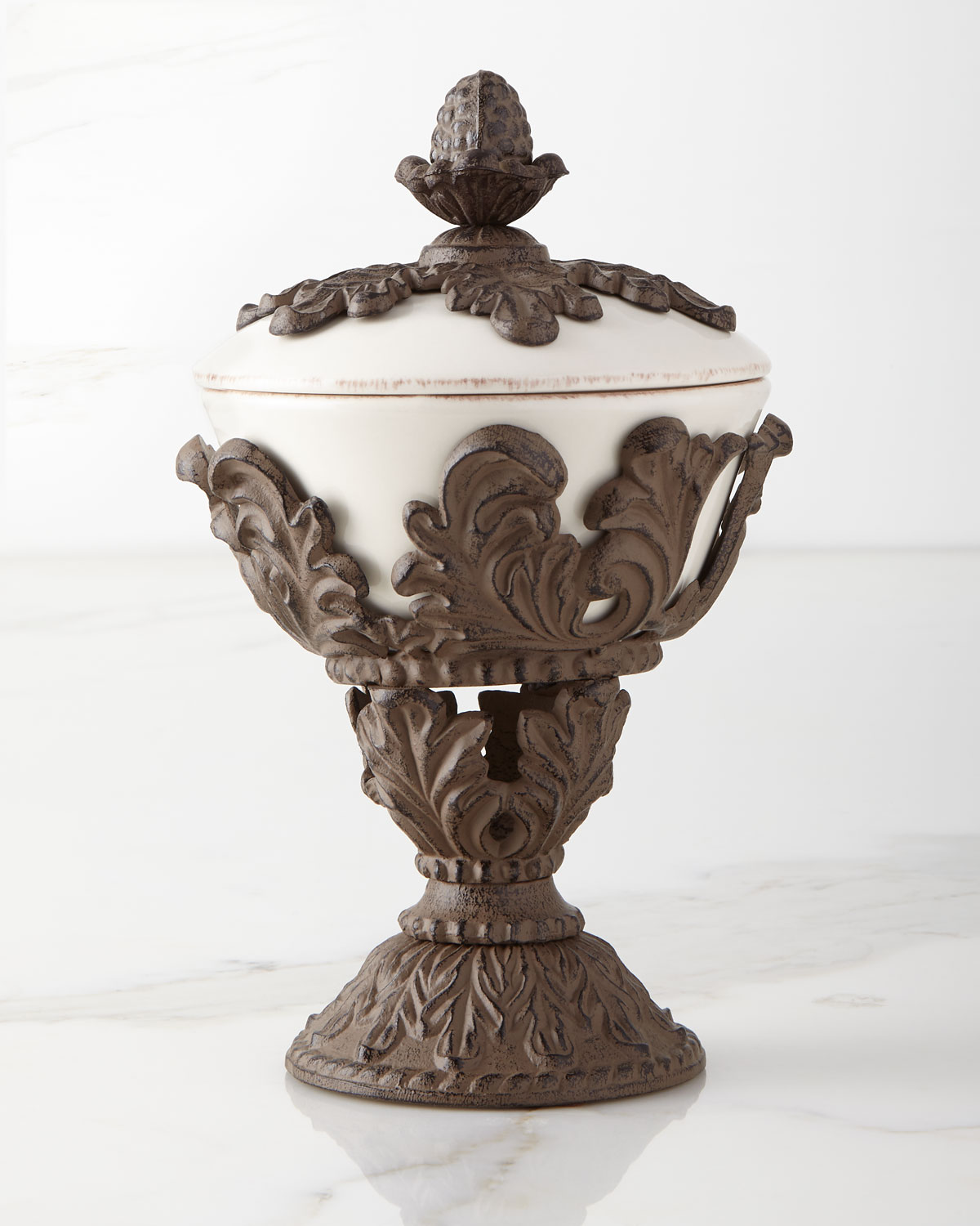 G G Collection Ceramic Pedestal Nut Bowl