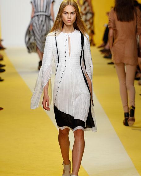 Equation-Print Pleated Keyhole Dress, Blanco/Black
