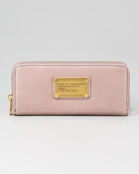 Classic Q Slim Zip Continental Wallet