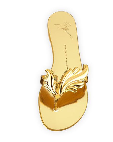 Wings Metallic Flat Thong Sandal, Oro