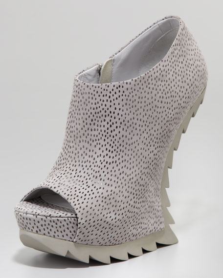 Heelless Saw Sole Bootie