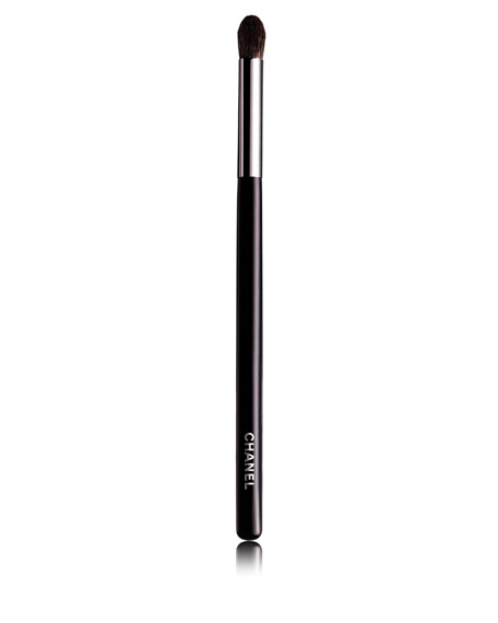 <b>GRAND PINCEAU PAUPIÈRES ROND</b><br>Large Tapered Blending Brush #19