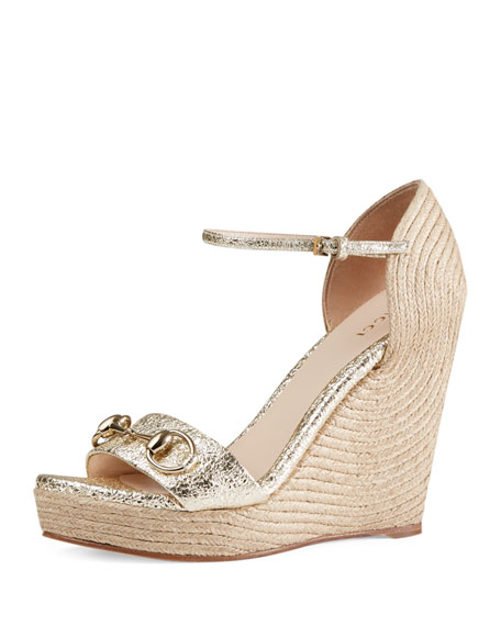 Gucci Carolina Metallic Wedge 85mm Sandal, Platino
