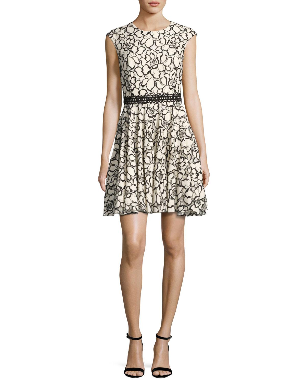 3e880db4a6e3 Monique Lhuillier Floral Lace Cap-Sleeve Dress