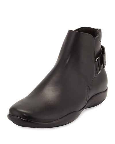 Pull-On Boot with Strap