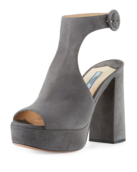 Suede Ankle-Wrap 115mm Sandal, Nebbia