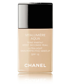 CHANEL VITALUMIÈRE AQUA<br>Ultra-Light Skin Perfecting Sunscreen Makeup Broad Spectrum SPF 15