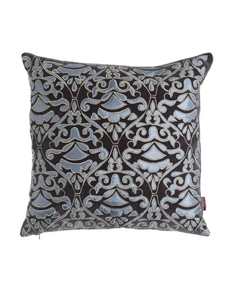 Cosmopolitan Chic Pillows & Throw