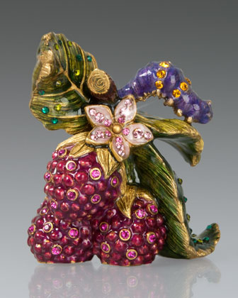 Nellie Caterpillar on Raspberries Objet