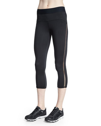 Studio Mesh-Side Capri Sport Leggings