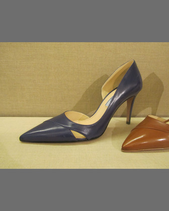 Half-d'Orsay Pointed Cutout Pump
